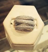 Honey comb set diamonds in all its glory!